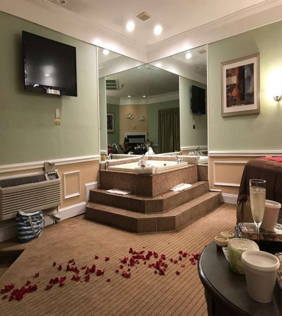 Inn of The Dove - Suite with Jacuzzi