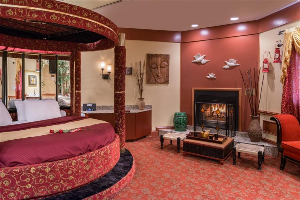 Asian Theme Suites With Hot Tub And Fireplace